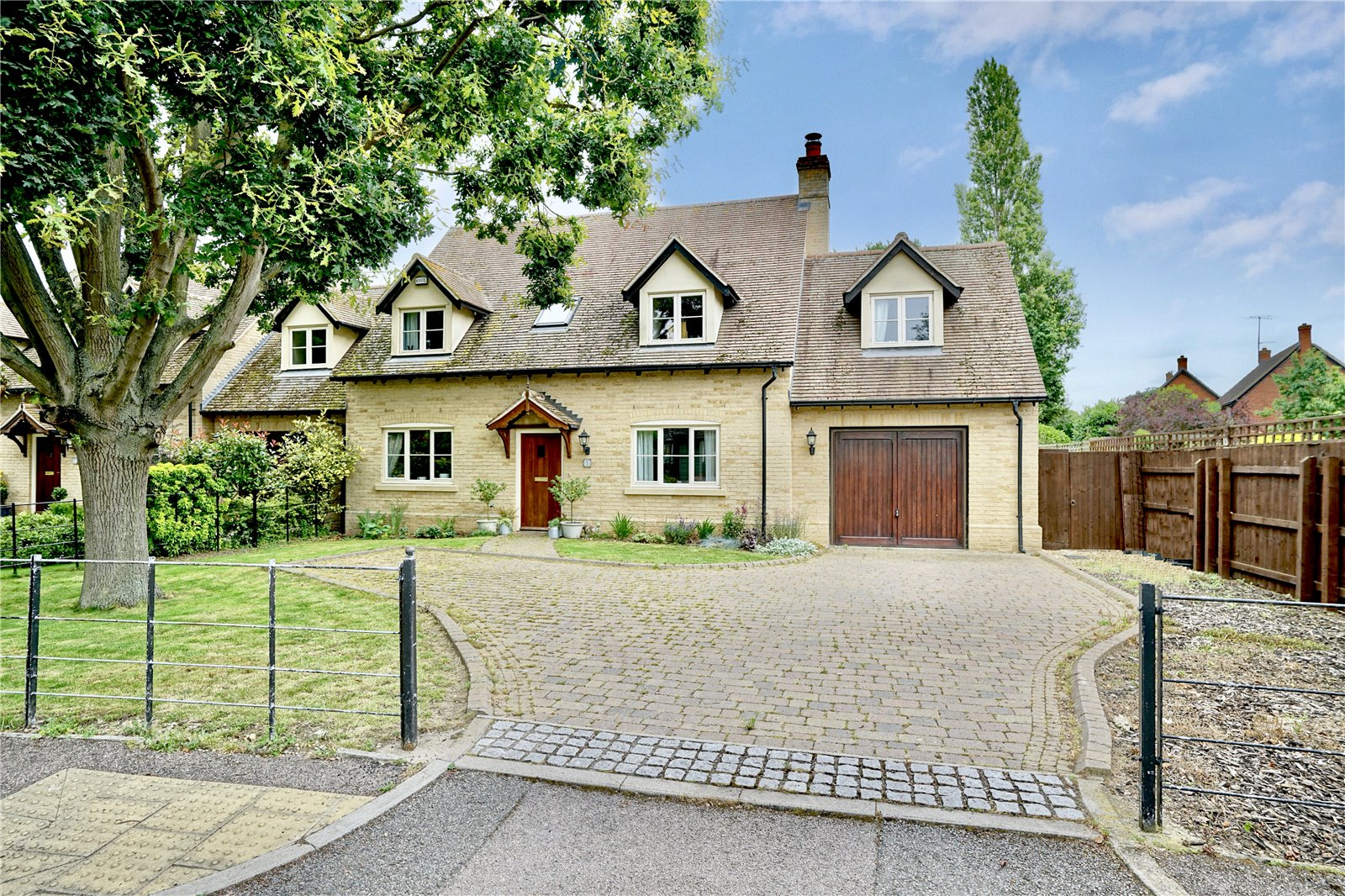 5 bed house for sale in Hilton - Property Image 1