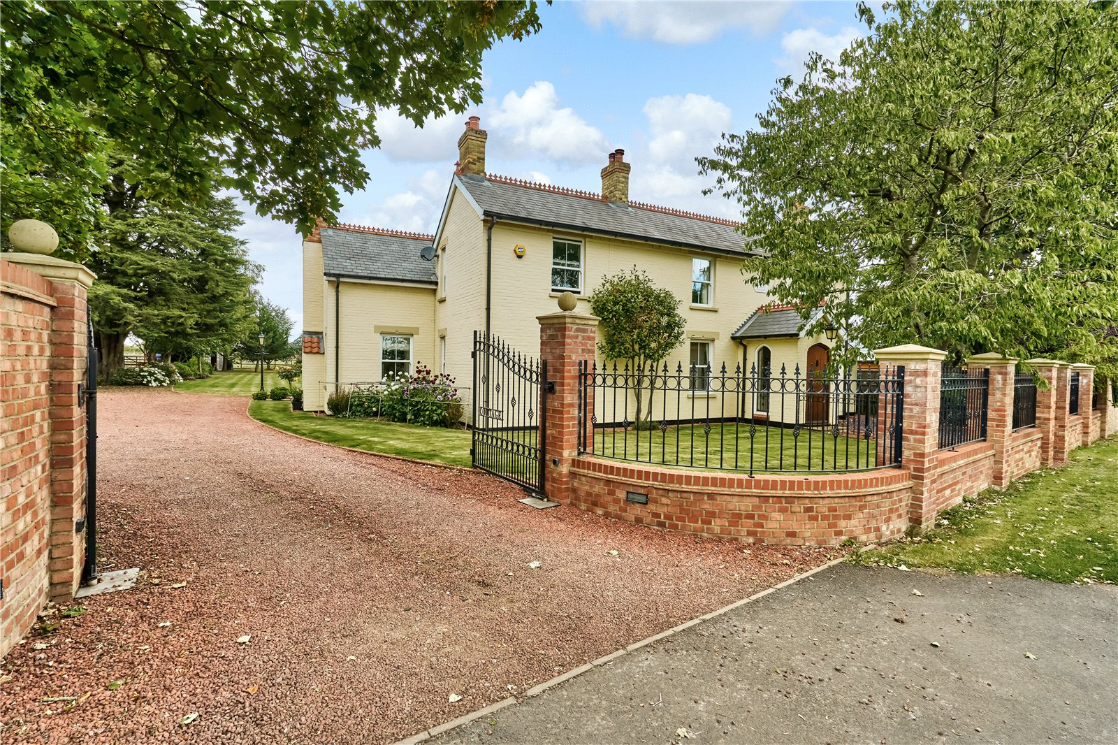 4 bed house for sale in Sutton Mill Road, Potton  - Property Image 1