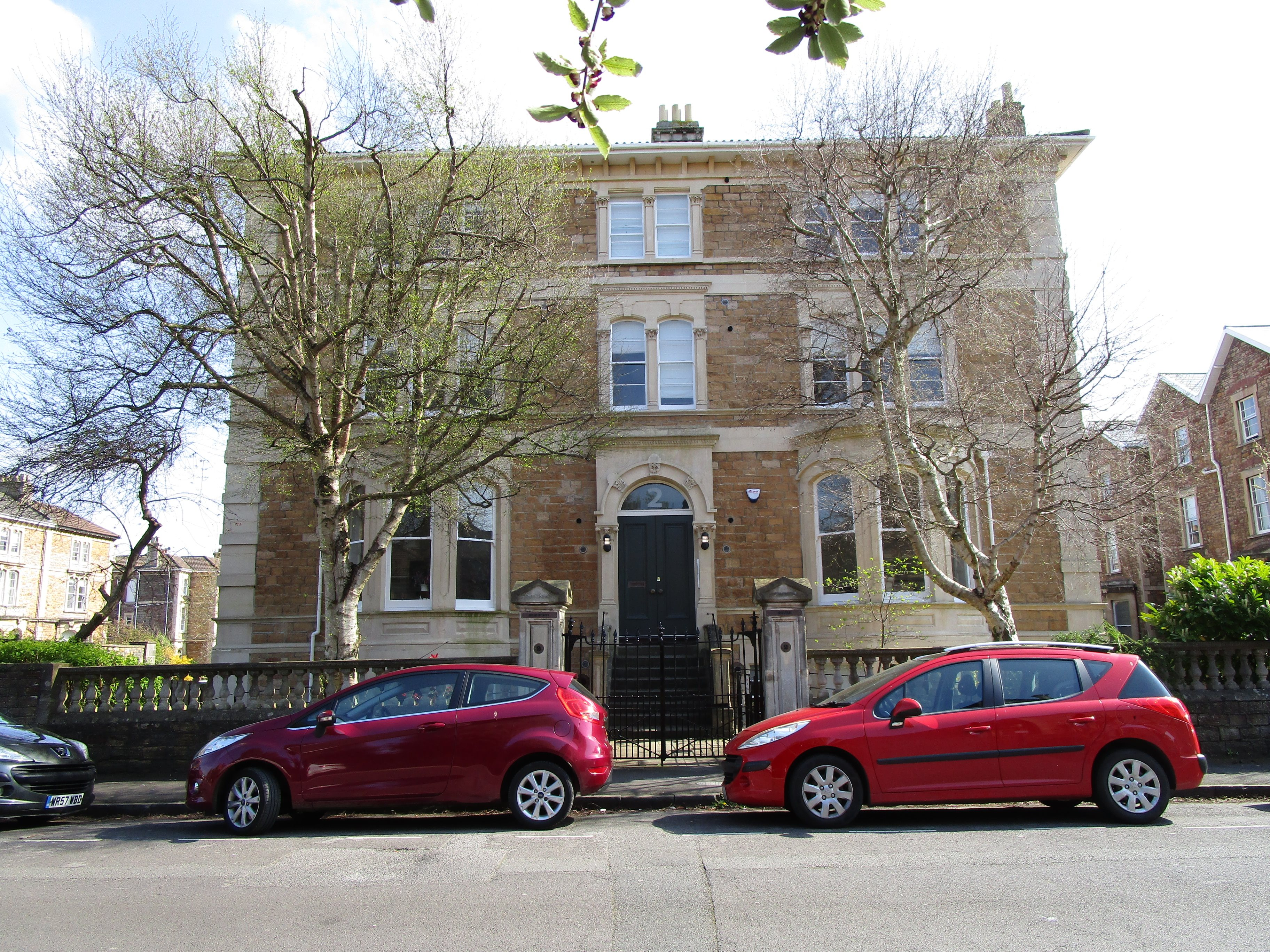 2 bed flat to rent in Clifton, BS8
