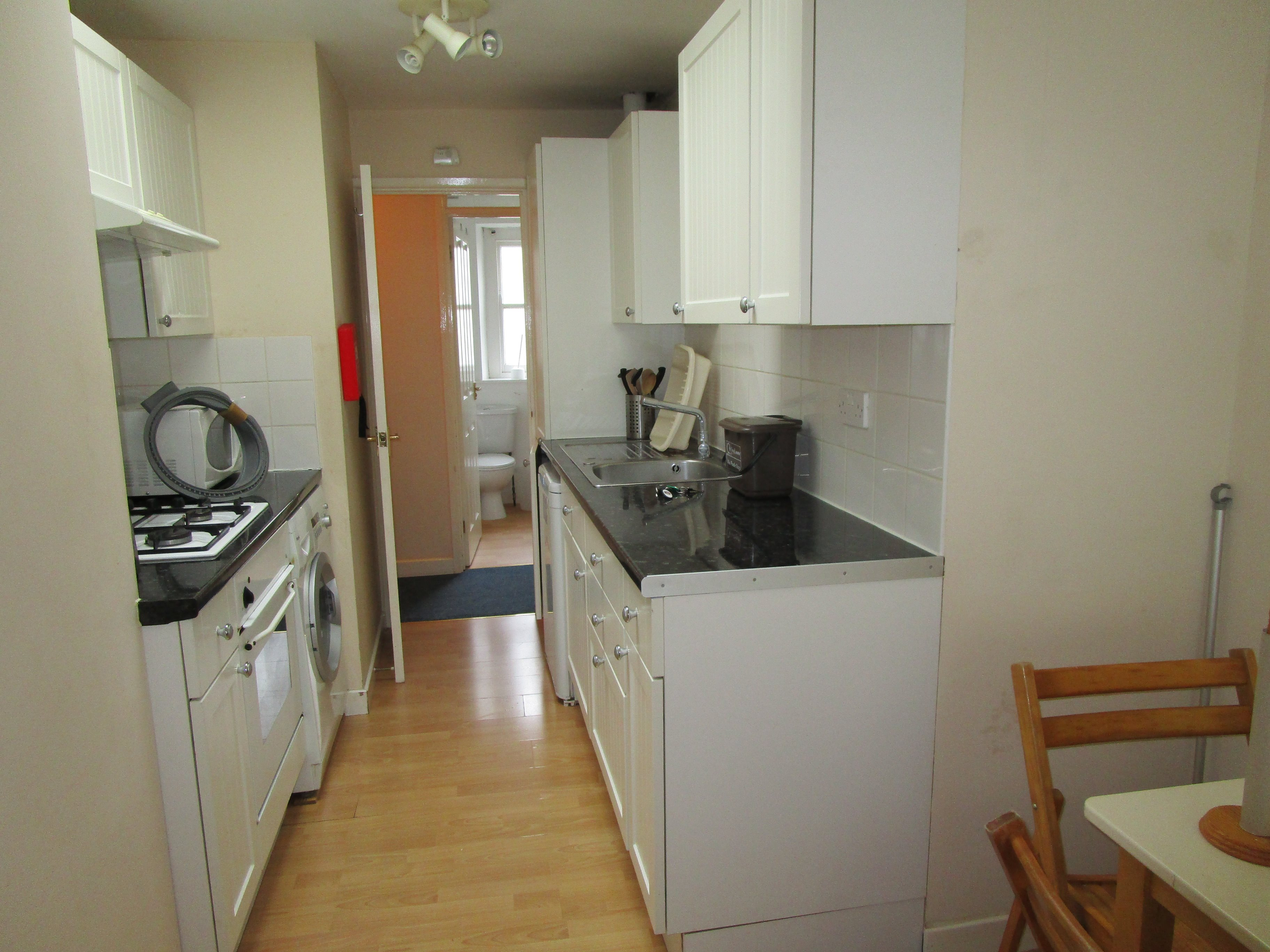 3 bed flat to rent in Princess Victoria Street, Clifton 2