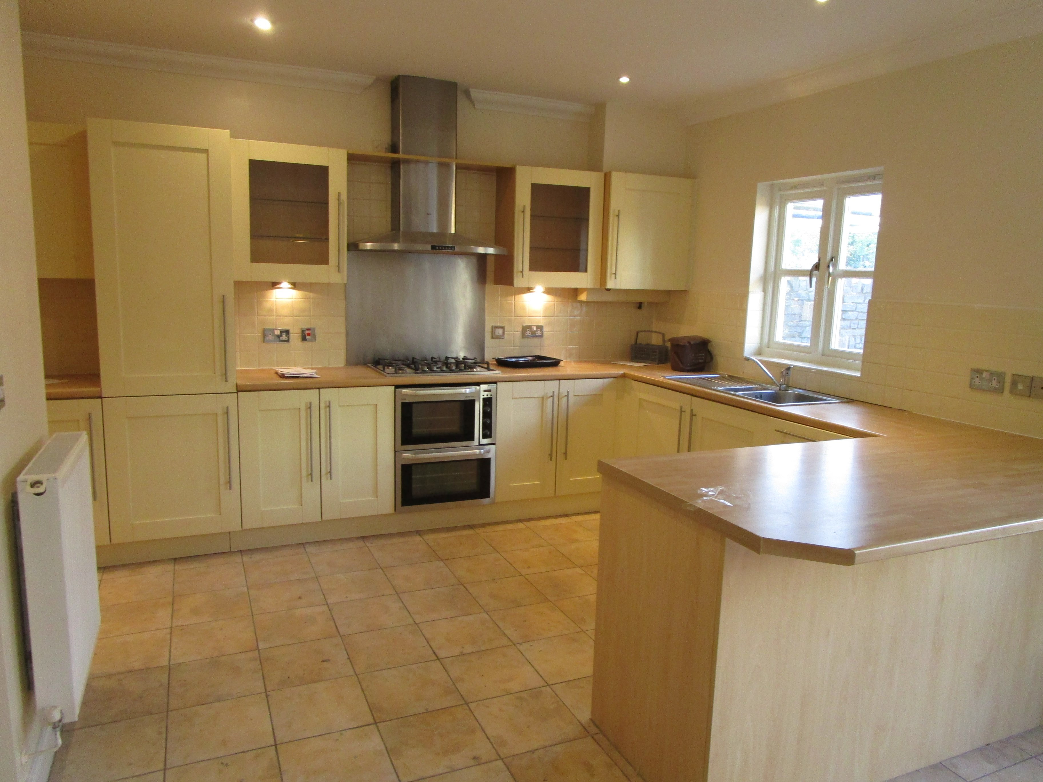 4 bed semi-detached-house to rent in Royal Victoria Park, Westbury on Trym, BS10
