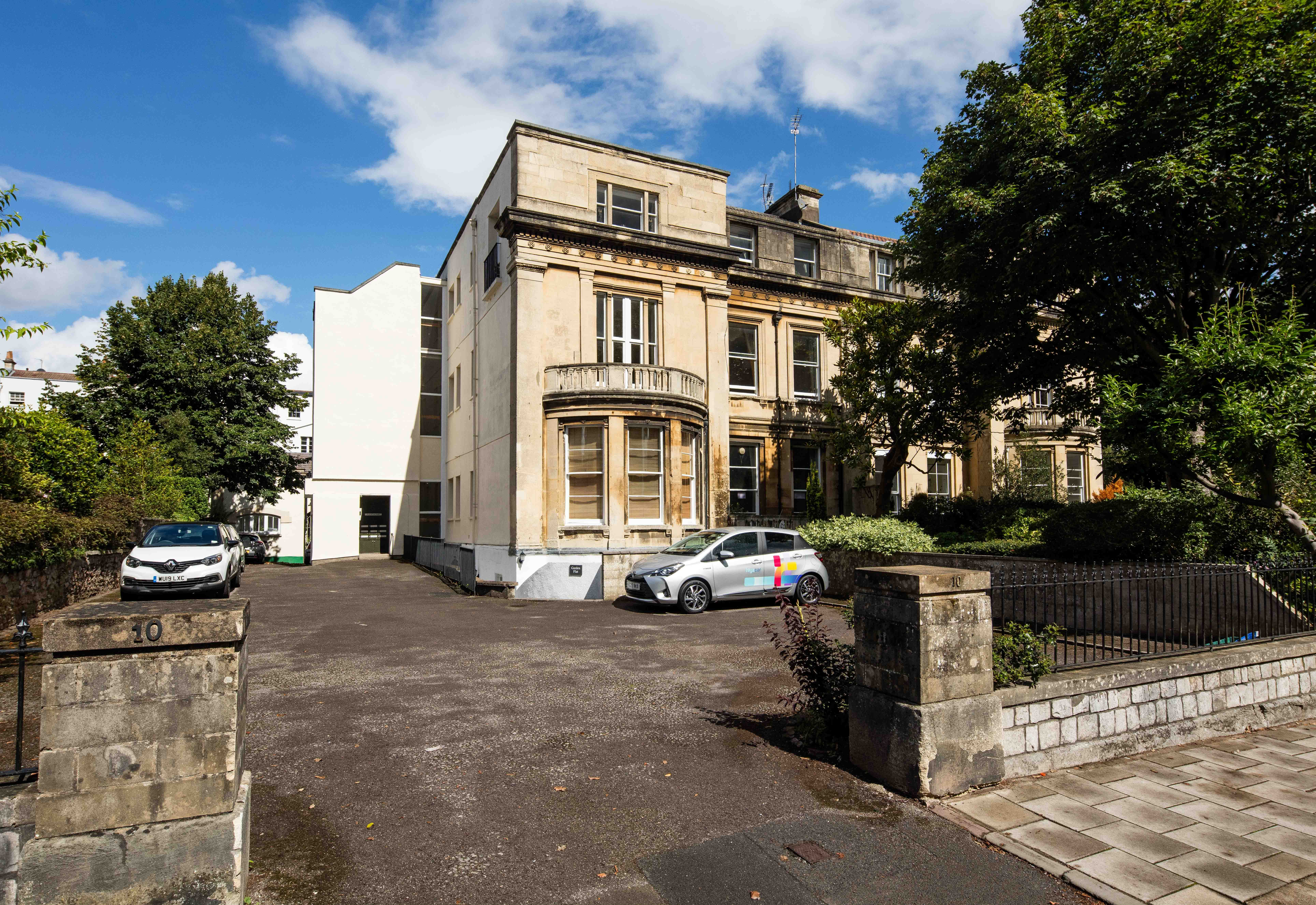 2 bed flat for sale in 10 Clifton Park, Clifton  - Property Image 1