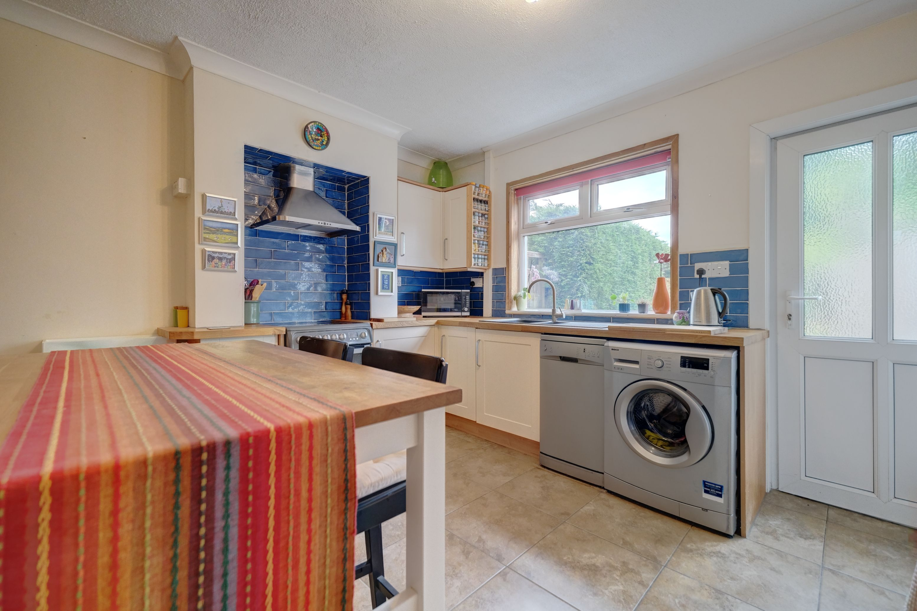 A charming two bedroom mid-terraced property located on Charnwood Road, Hinckley. The property briefly comprises a lounge, kitchen/diner, two bedrooms, a family bathroom, and loft room.Benefits include a modern gas combination boiler, double glazing, and a very large rear garden.