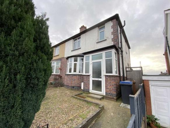 A three bedroom semi-detached home located on Linden Road, Hinckley.The property briefly comprises an entrance hall, lounge/diner, kitchen, utility area, WC, three bedrooms and a shower room.