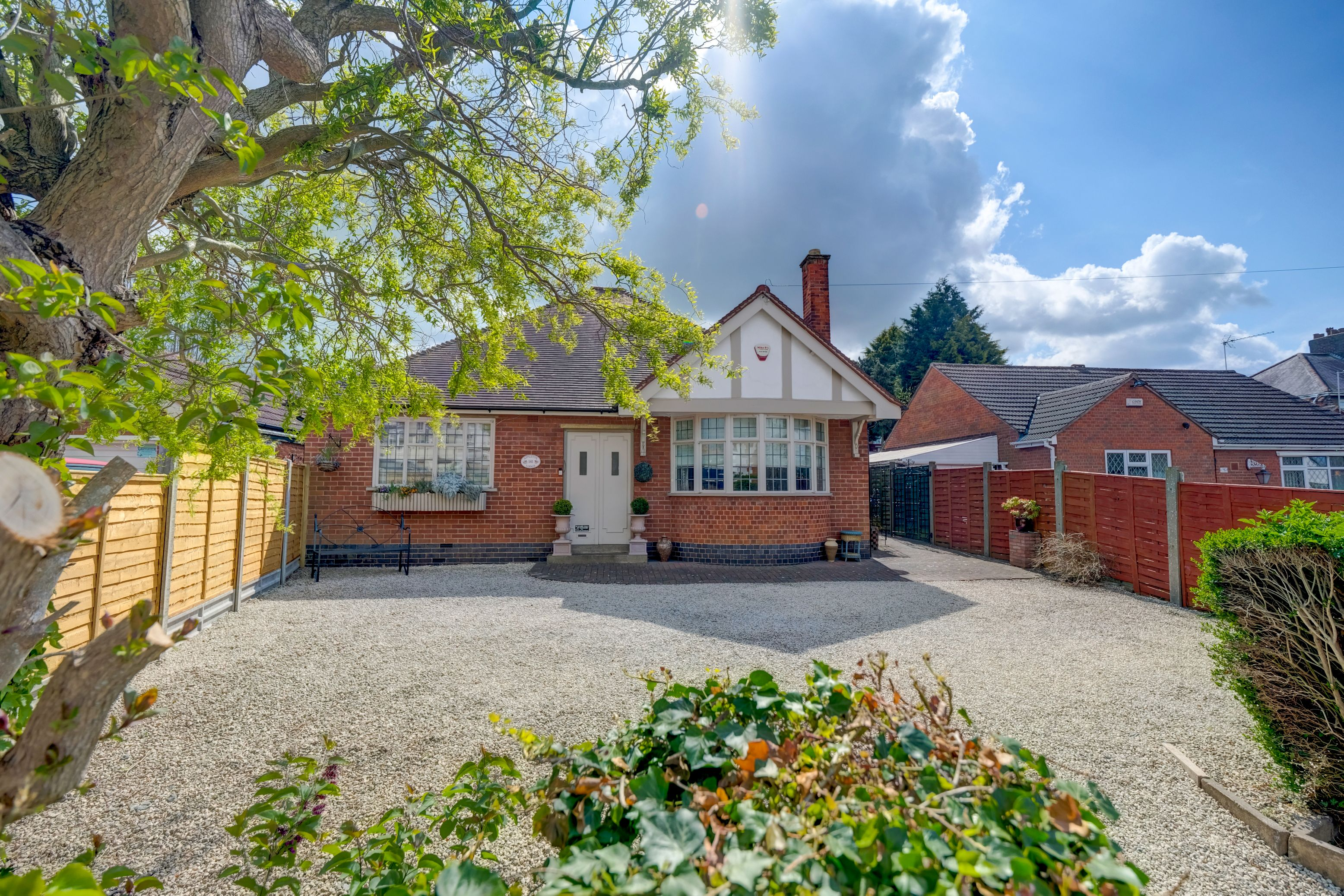 4 bed detached house for sale in Stanley Road, Hinckley, LE10, Hinckley  - Property Image 2