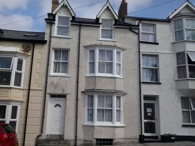 4 bed terraced-house to rent in Ceredigion, SY23