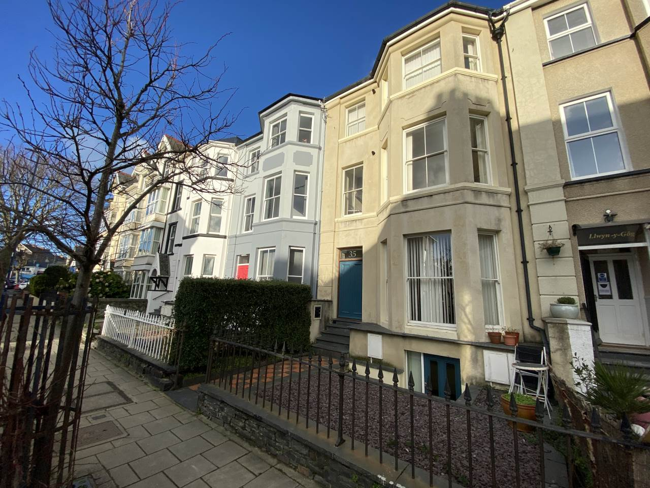 2 bed flat to rent in Queens Road, Aberystwyth, SY23