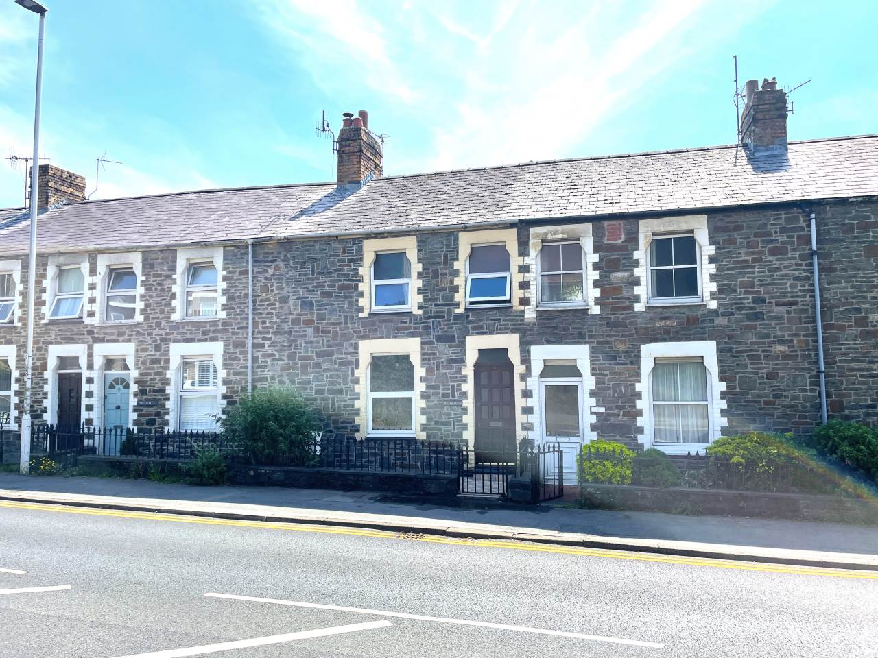 3 bed terraced house to rent in Gogerddan Cottages  Penglais Hill, Aberystwyth - Property Image 1
