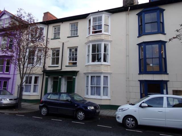 1 bed flat to rent in Portland Street, Aberystwyth - Property Image 1