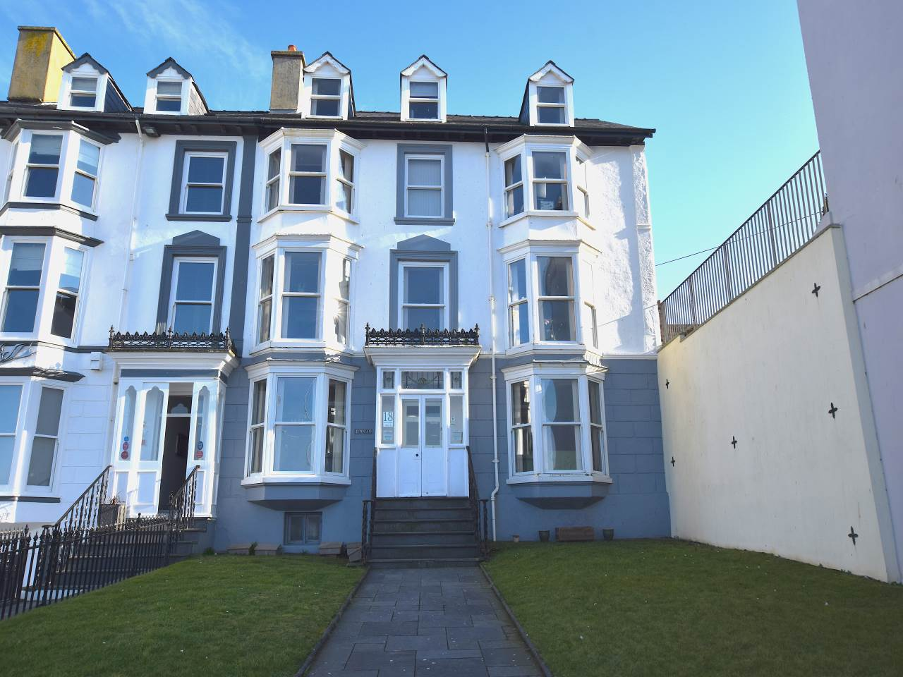 2 bed flat to rent in Marine Terrace, Aberystwyth, SY23