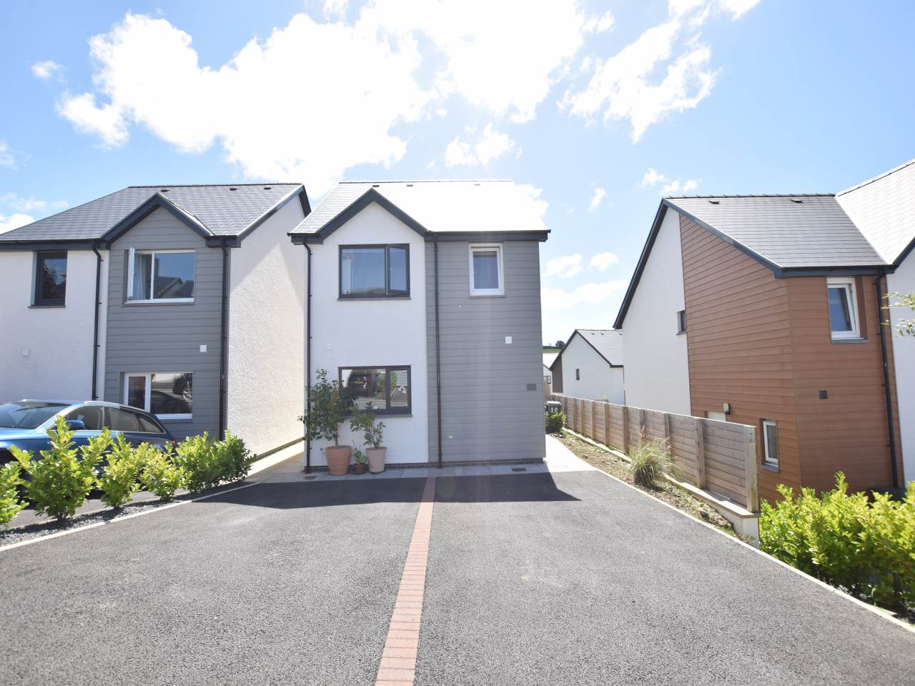 4 bed house for sale in Ger Y Cwm, Penrhyncoch  - Property Image 1