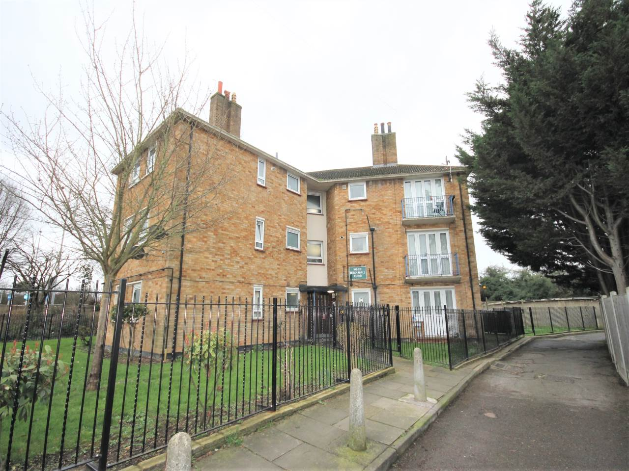 1 bed flat to rent in Chingford  - Property Image 1