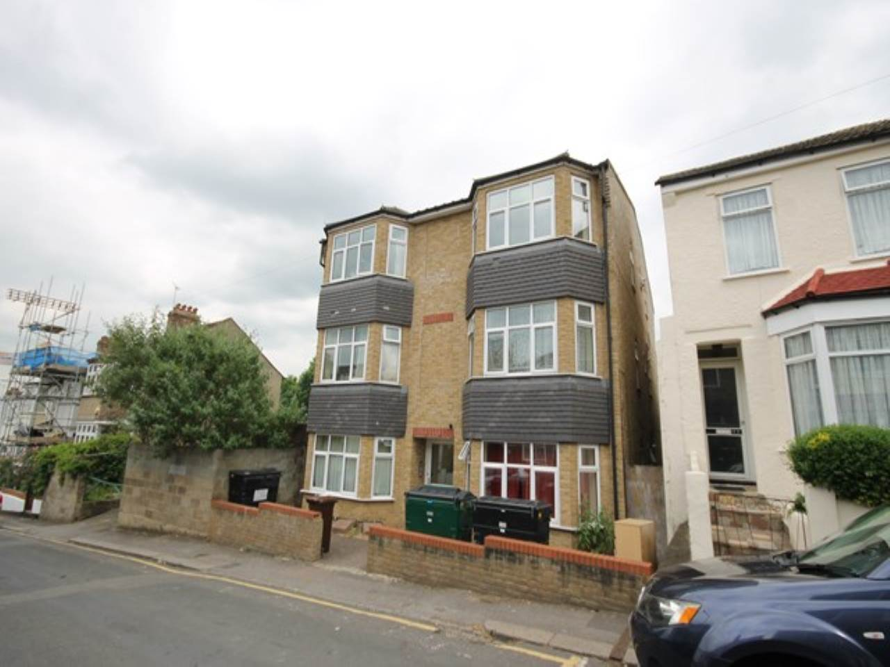 2 bed flat to rent in Byron Road, Walthamstow, E17