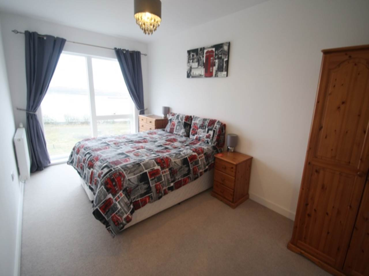 2 bed flat to rent in Royal Docks - Property Image 1