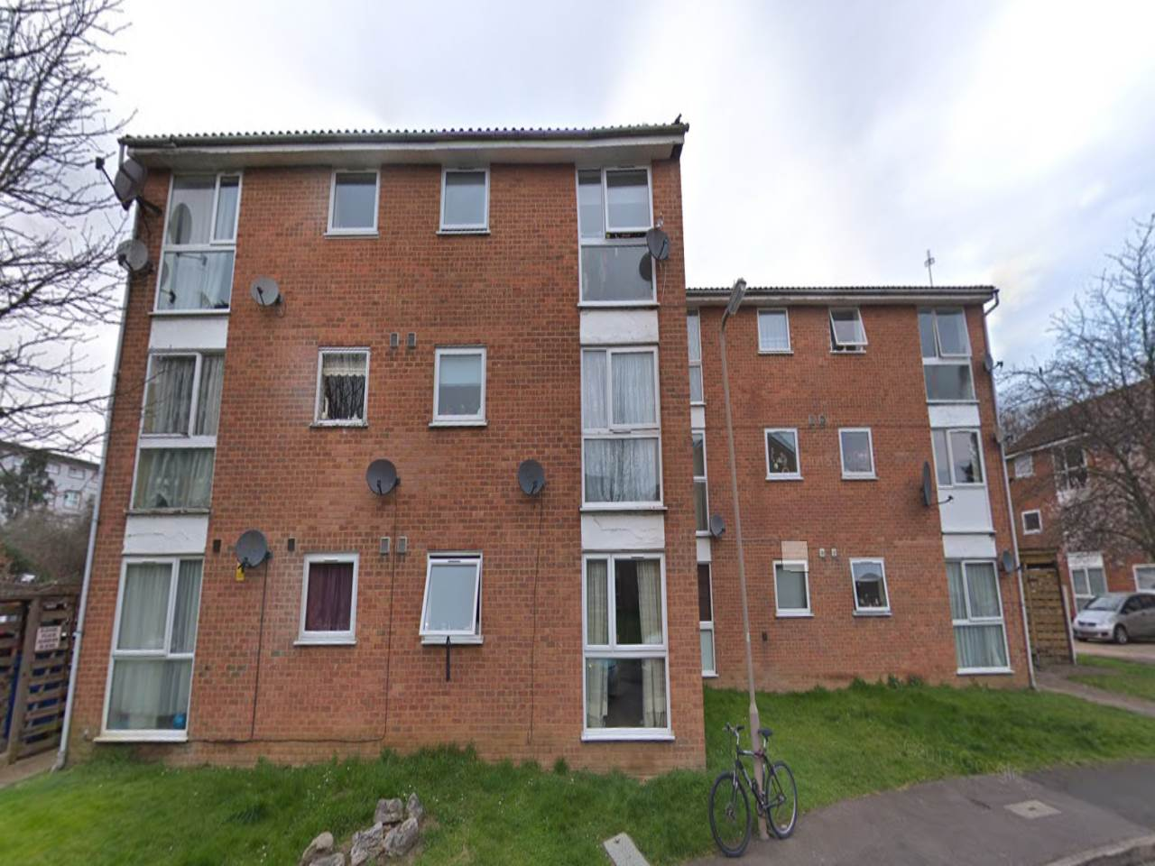 2 bed flat to rent in Trotwood, Chigwell, IG7