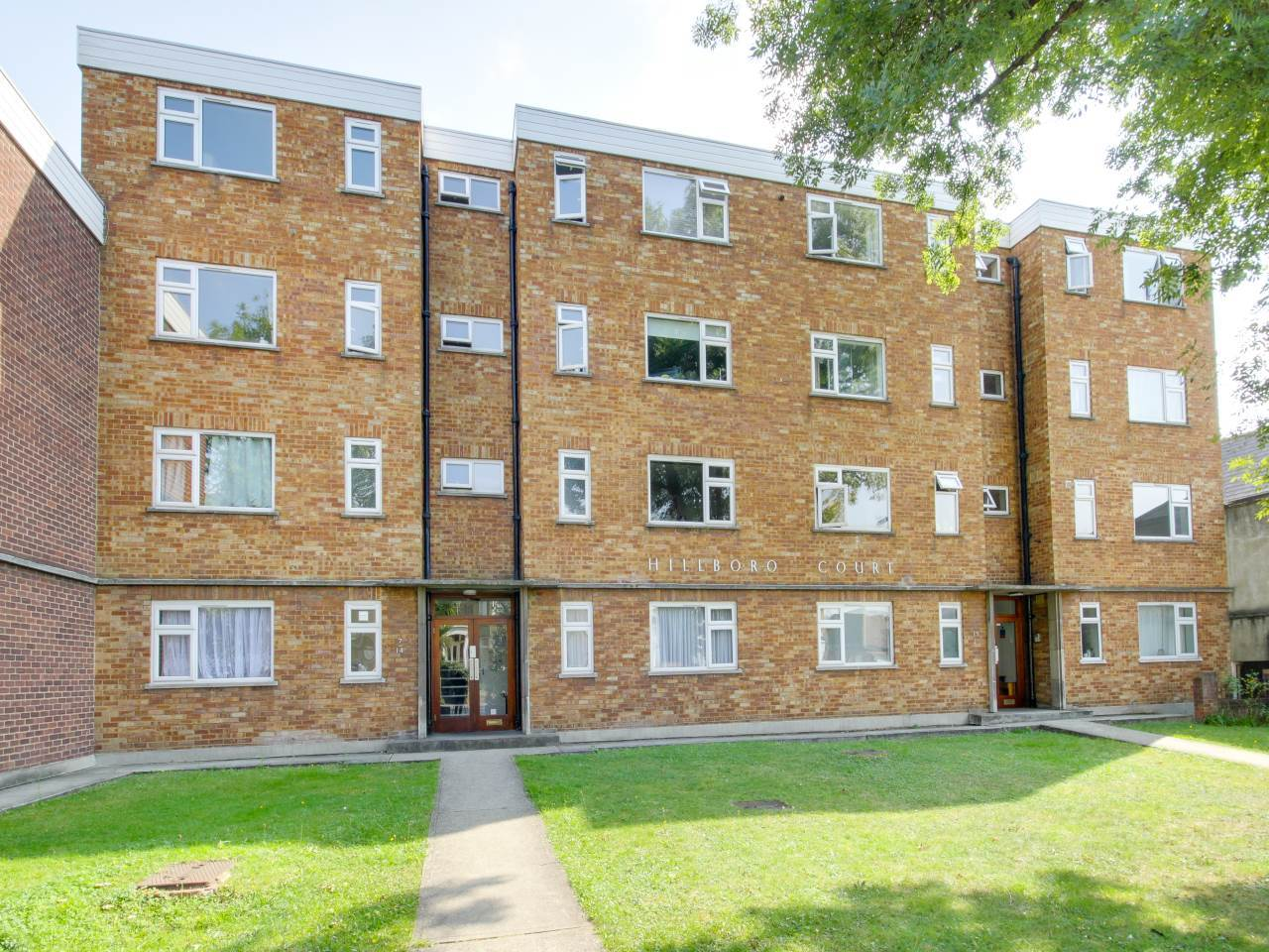 1 bed flat to rent in Hillboro Court, Hainault Road, E11