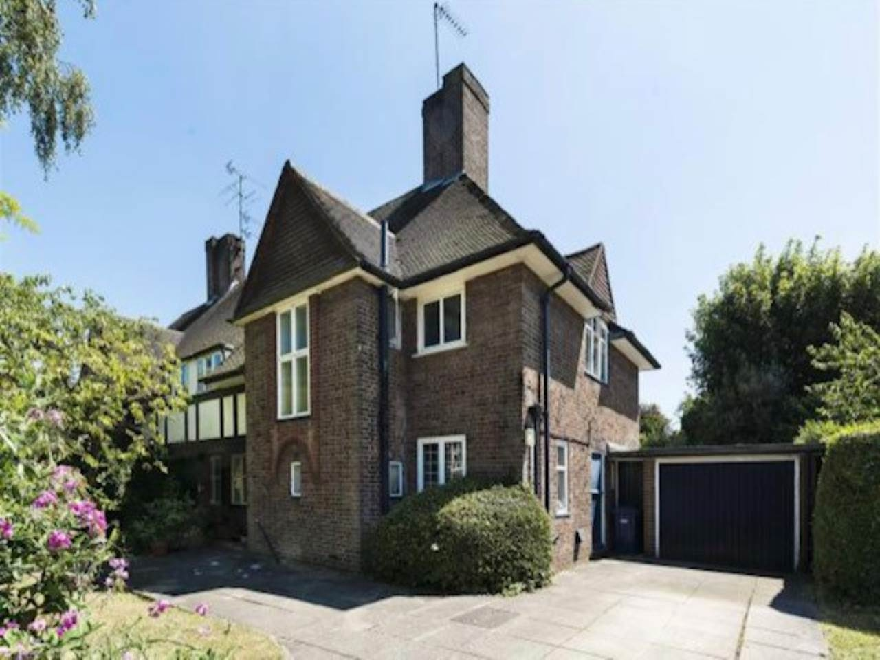 4 bed semi-detached-house to rent, NW11