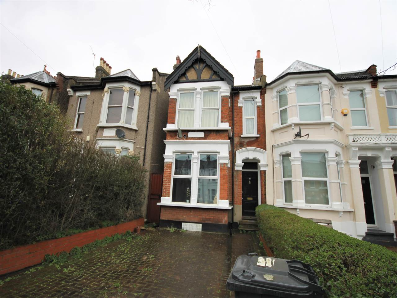 2 bed flat to rent in Queens Road, Leytonstone, E11