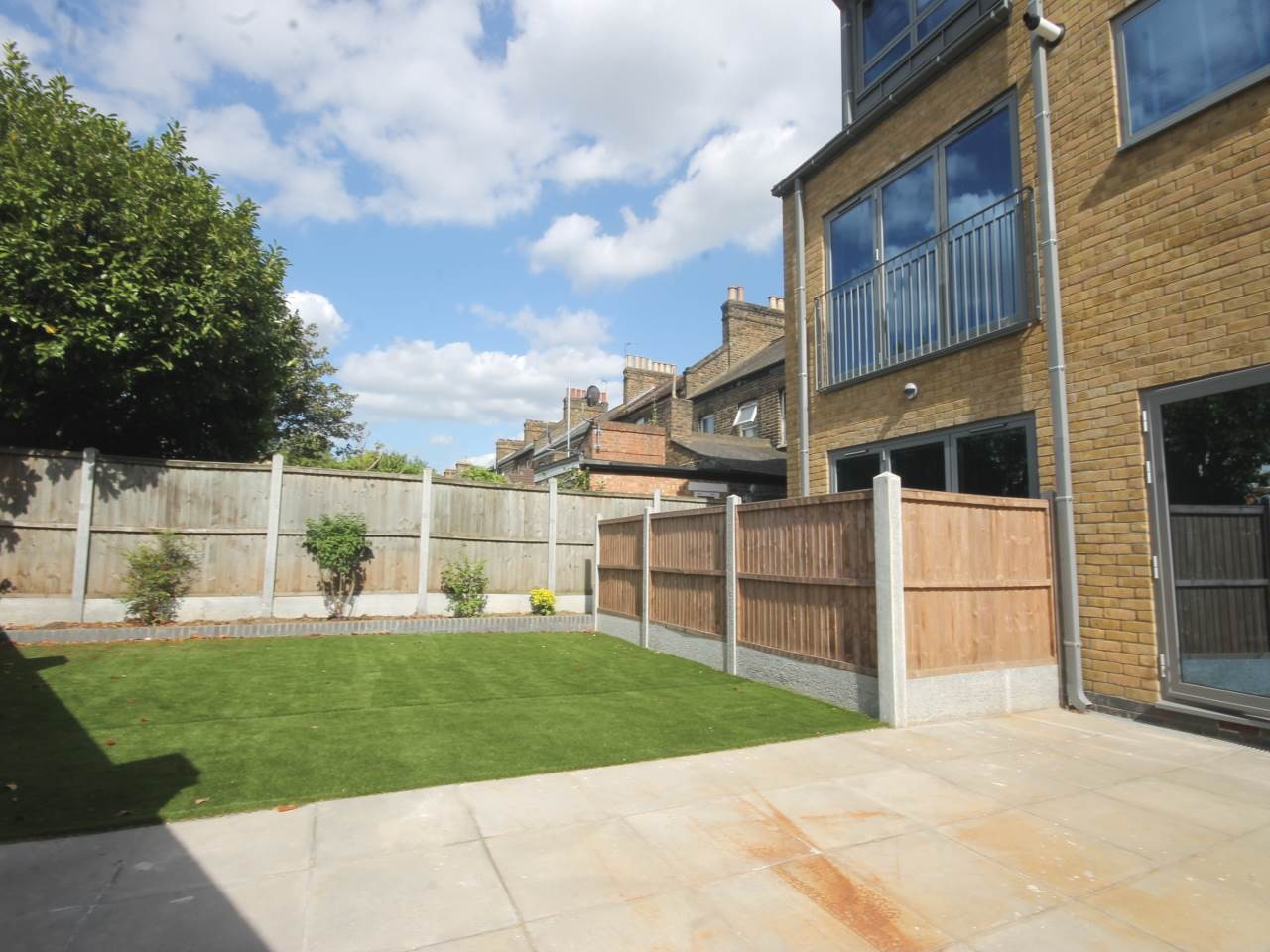 2 bed flat to rent in Queens Road, E17