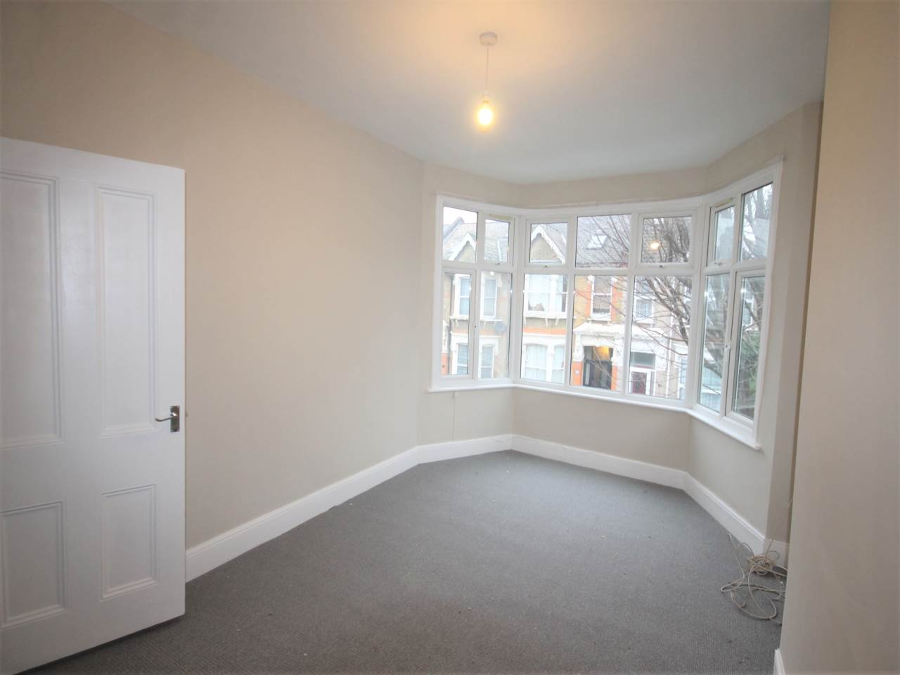 2 bed flat to rent in Cleveland Park Crescent, Walthamstow 0