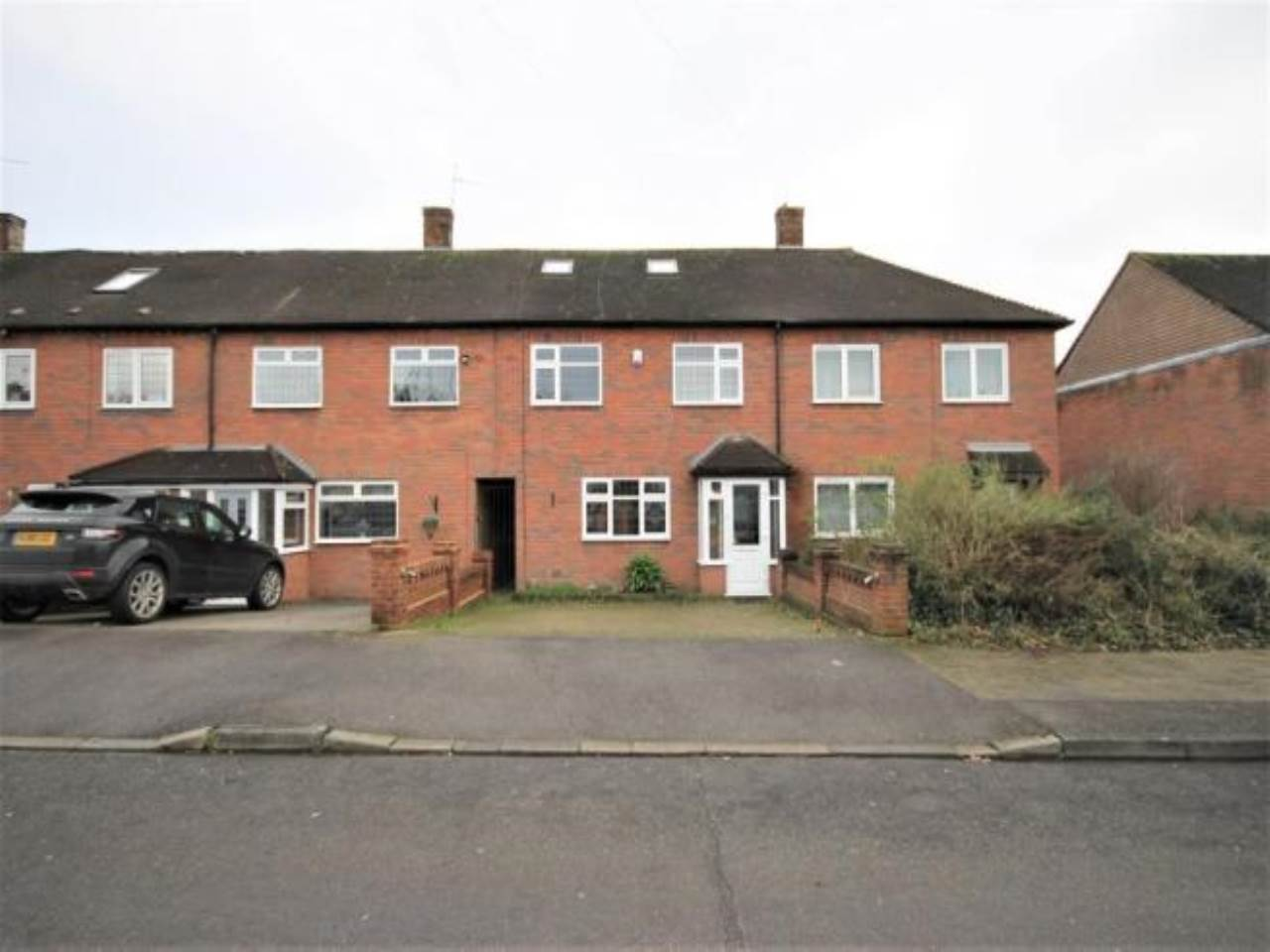 4 bed house to rent in Huntsman Road, Hainault 0