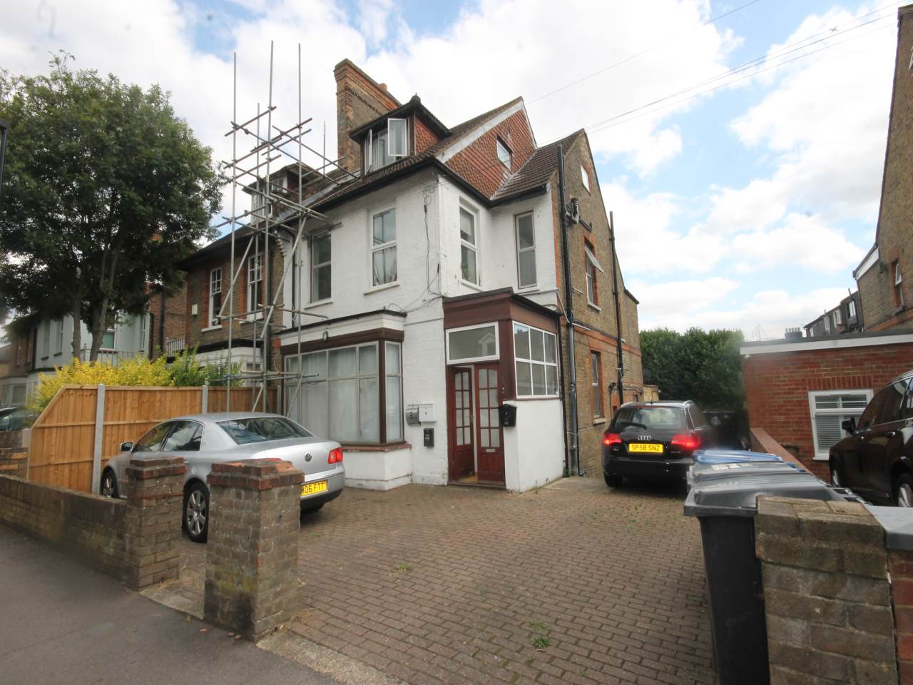 1 bed studio flat to rent in Grove Road, Walthamstow, E17