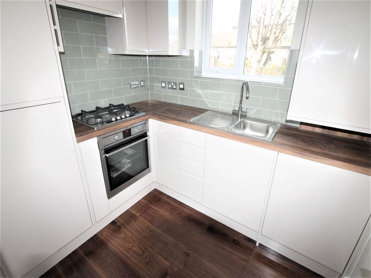2 bed house to rent in Butterfields, Walthamstow 0