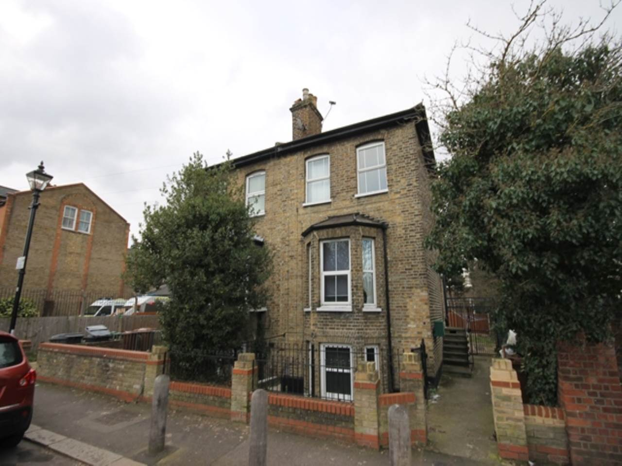 1 bed studio flat to rent in East Avenue, Walthamstow, E17