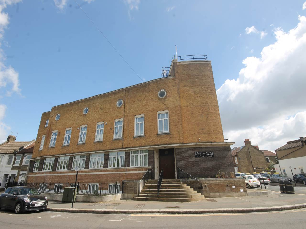 2 bed flat to rent in Francis Road  - Property Image 1
