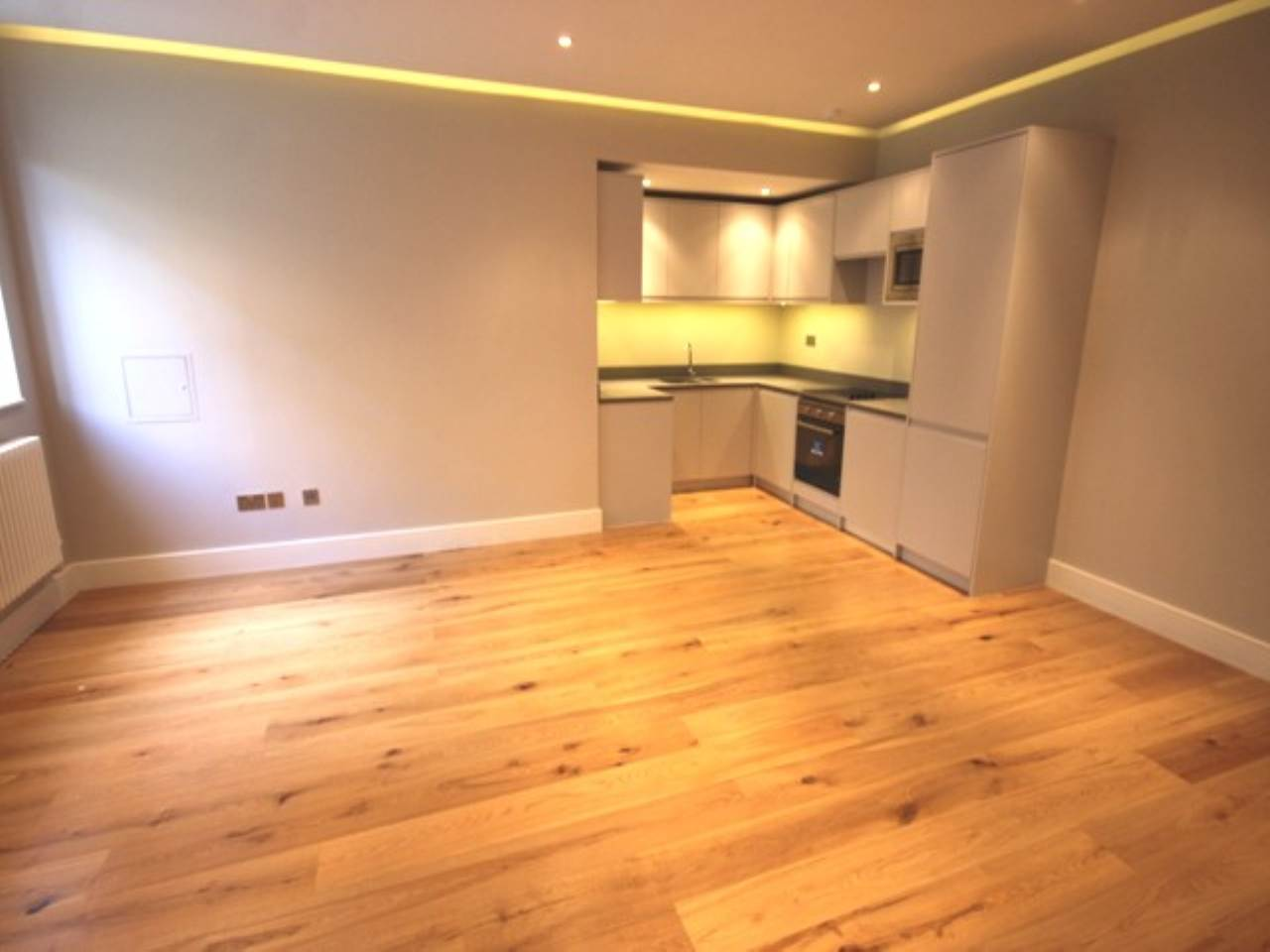 2 bed flat to rent in Leyton - Property Image 1