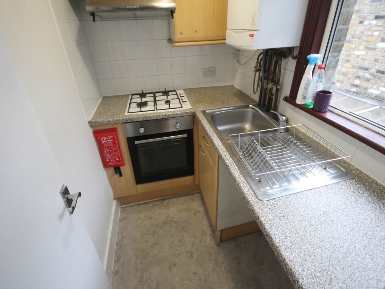 1 bed studio flat to rent in Hoe Street, Walthamstow 0