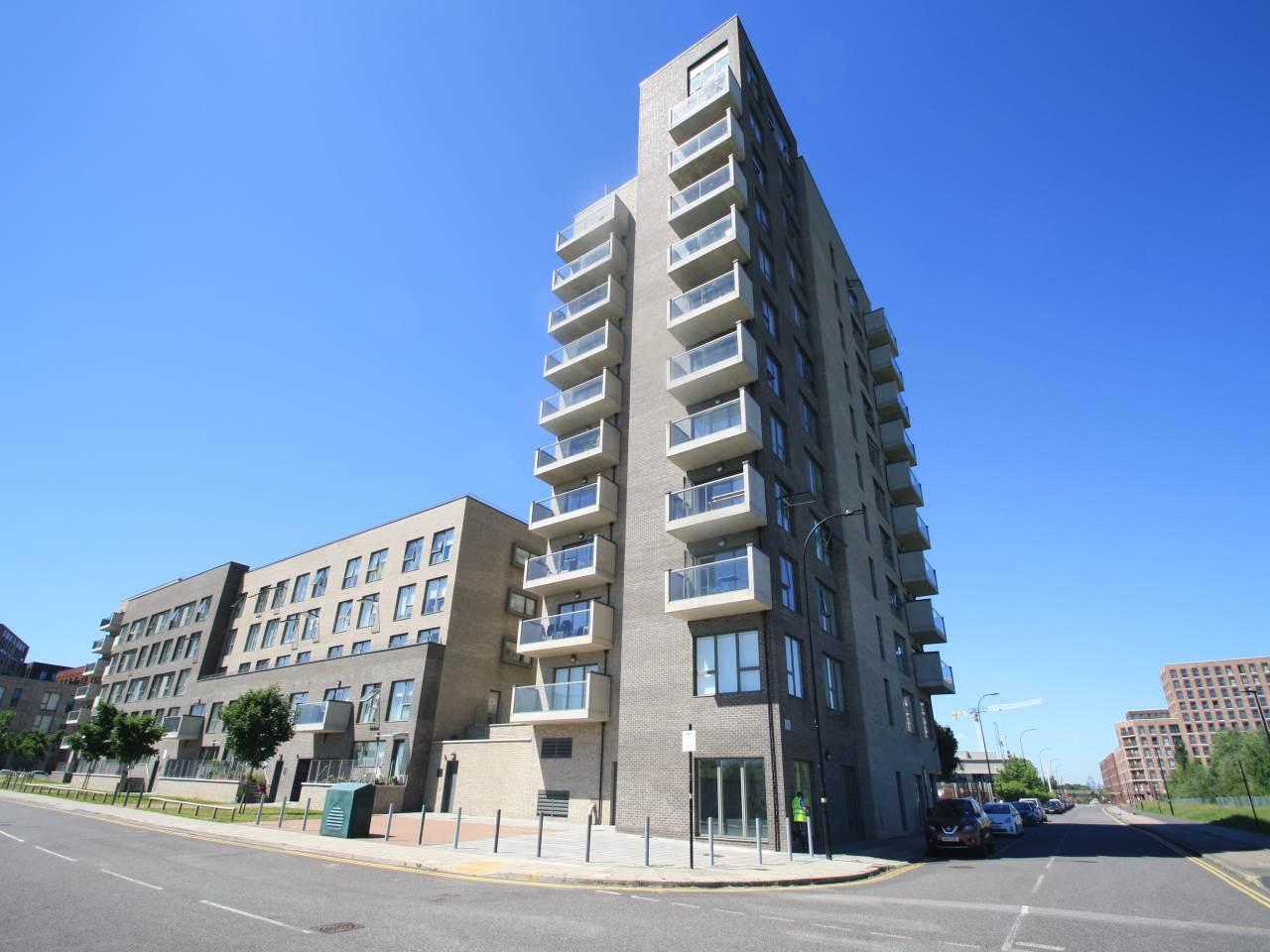 2 bed flat to rent in Magellan Boulevard, Royal Docks, E16
