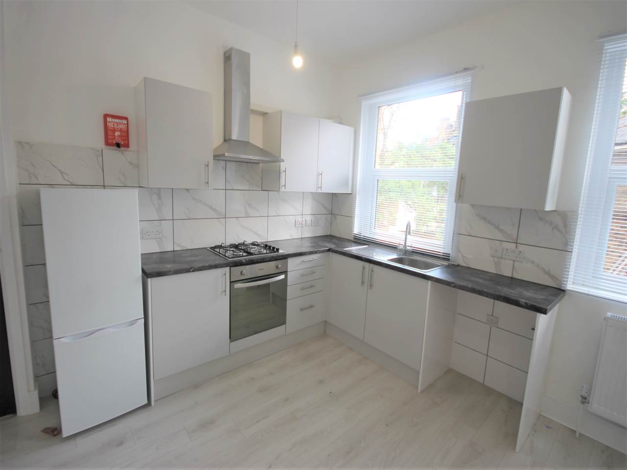 2 bed flat to rent in Cricketfield Road, Hackney, E5 8