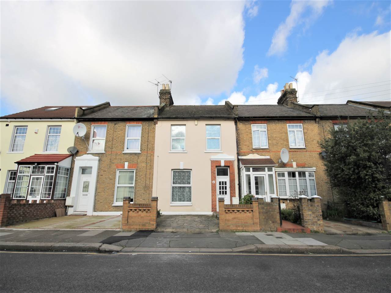 3 bed house to rent in Ilford, IG1