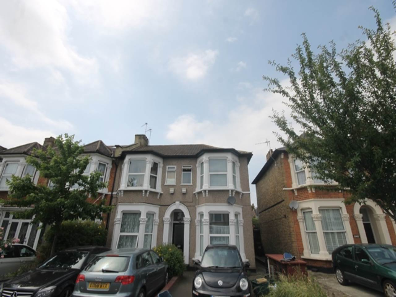 1 bed flat to rent in Elgin Road, Ilford, IG3