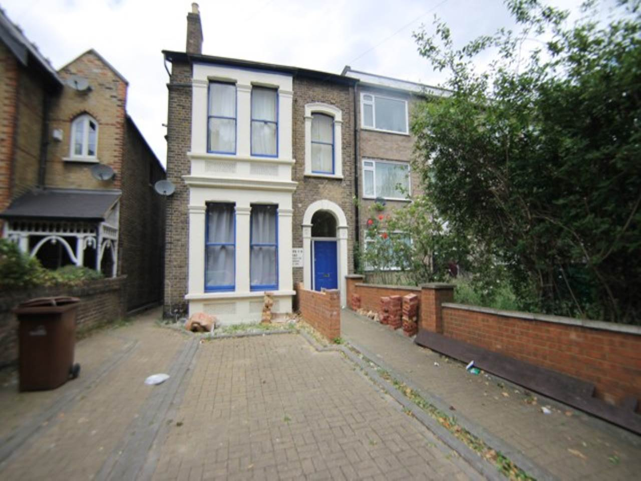 1 bed studio flat to rent in Hainault Road, Leytonstone - Property Image 1