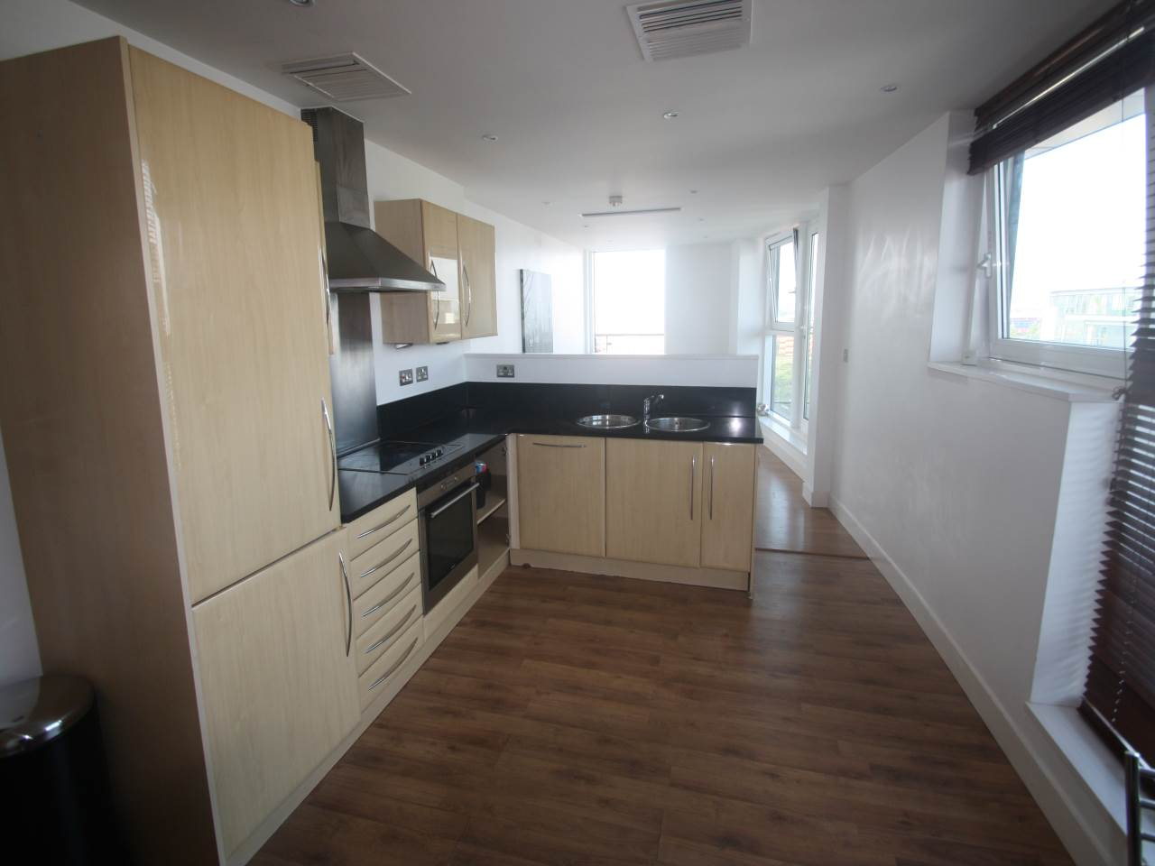 3 bed house to rent in Basin Approach 0