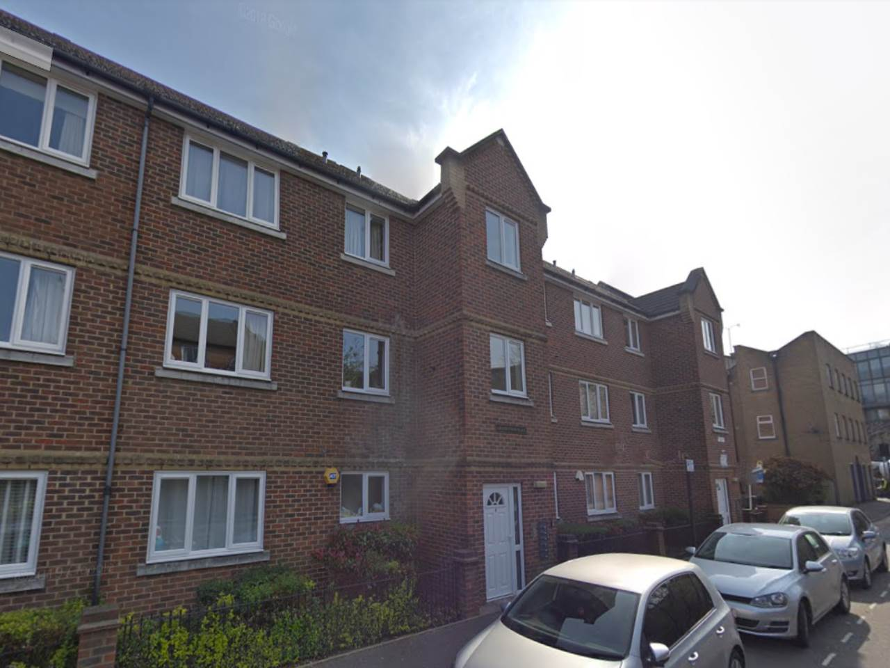 2 bed flat to rent in Hackney, E9