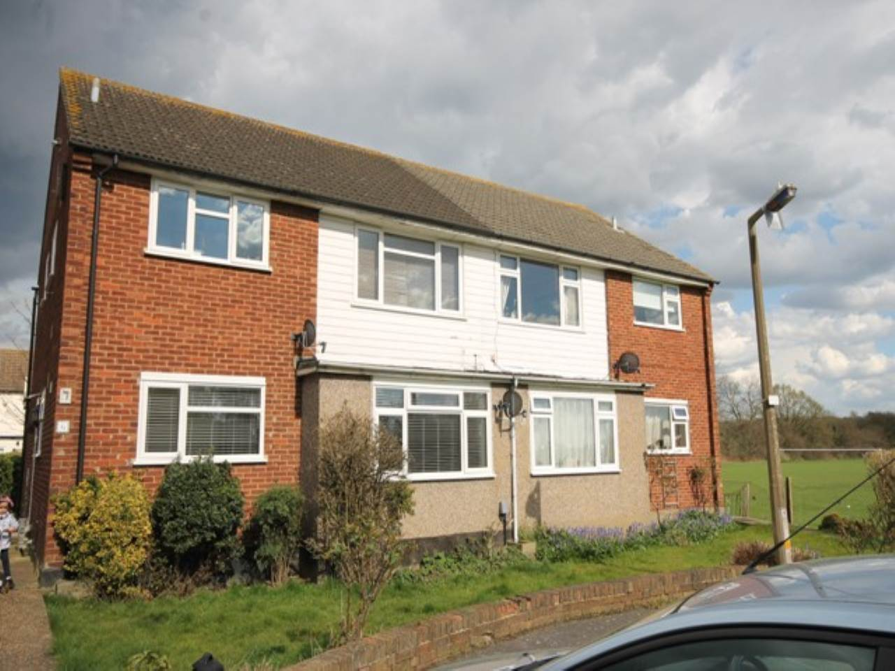 2 bed flat to rent in Loughton, IG10