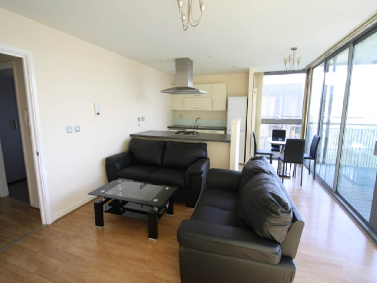 2 bed flat to rent in Stainsby Road 0