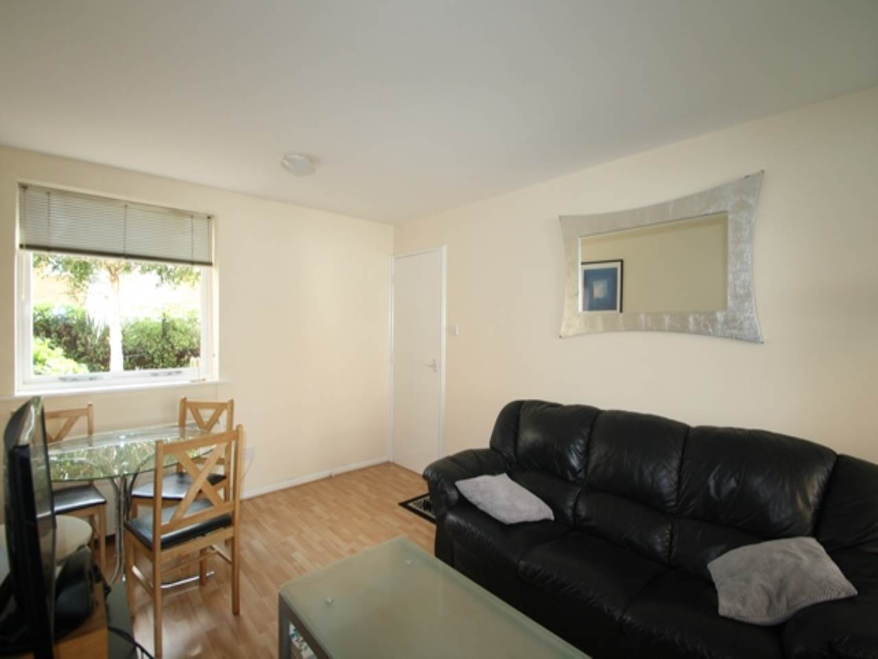 1 bed flat to rent, E16