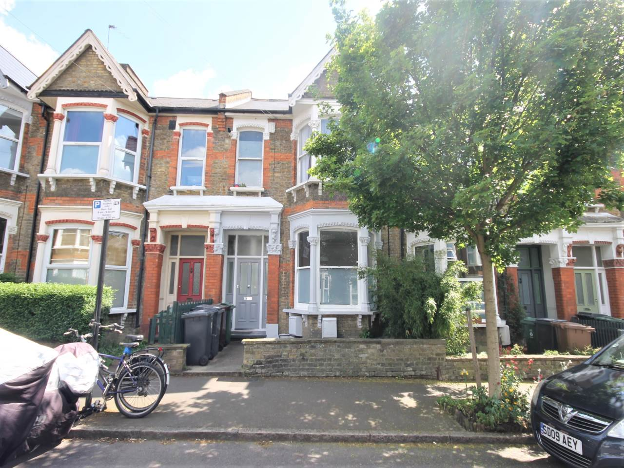 2 bed flat to rent in Walthamstow 0