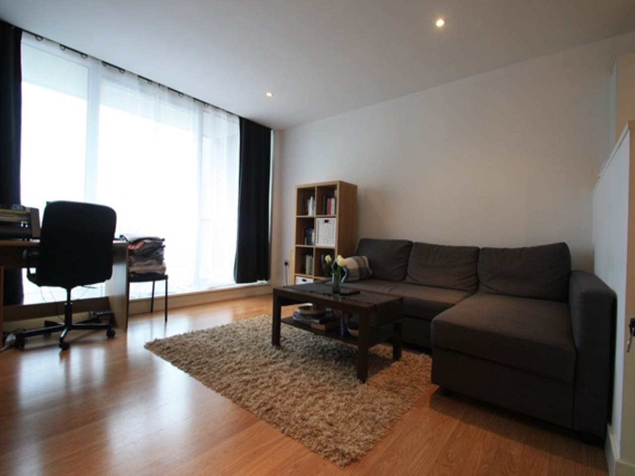 1 bed flat to rent in Latitude Court, Royal Docks - Property Image 1