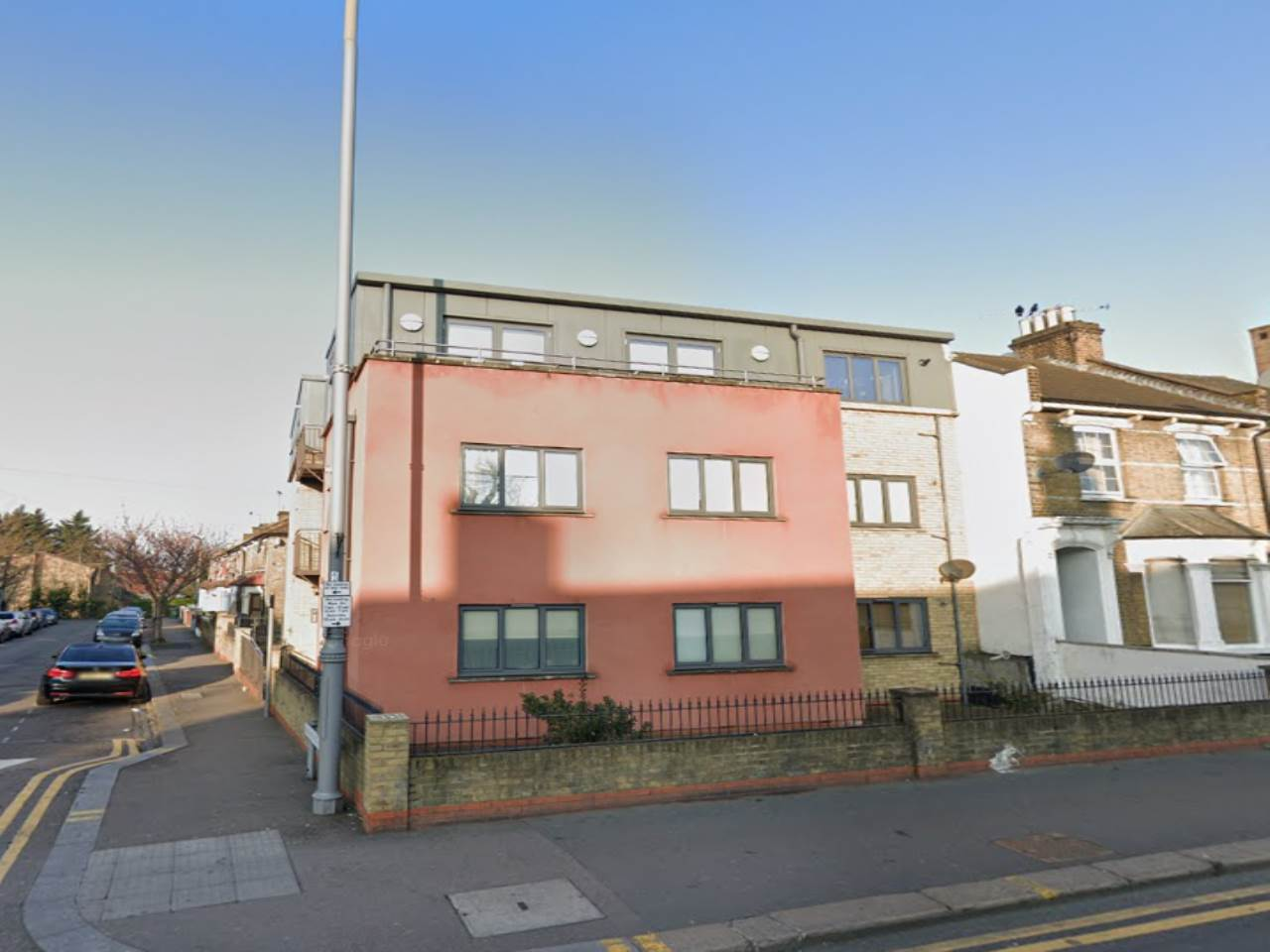 1 bed flat to rent in Leamington Court, Leamington Avenue, E17