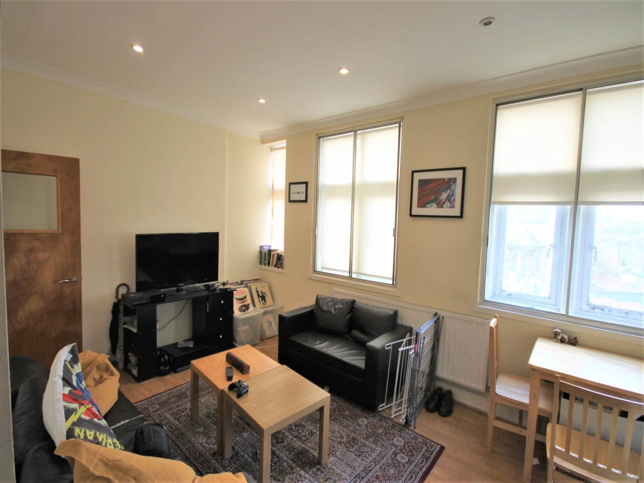 2 bed flat to rent in Priory Avenue, Walthamstow, E17