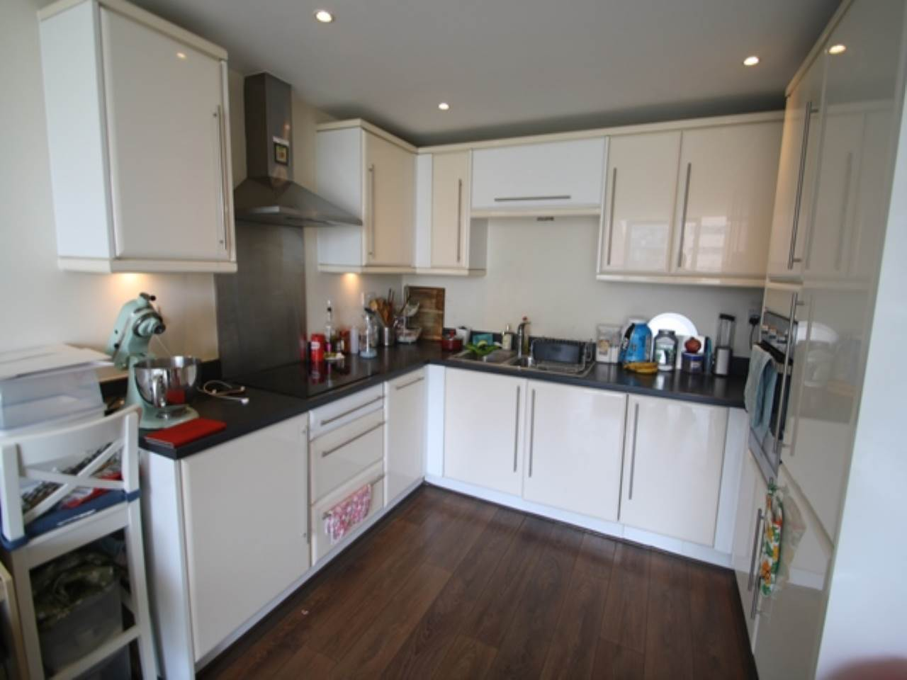 2 bed flat to rent in Basin Approach 0