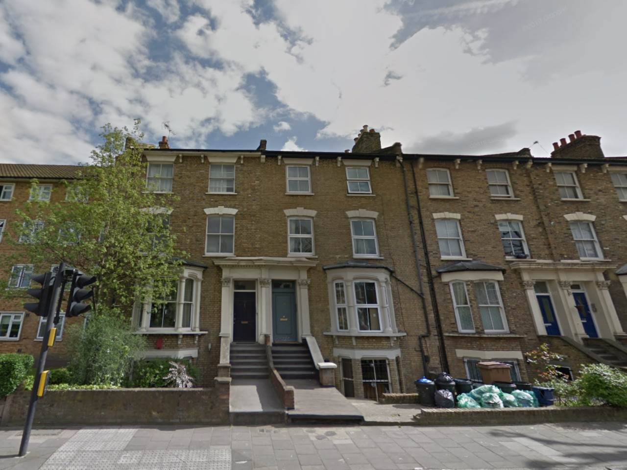 2 bed flat to rent in Hackney, E8