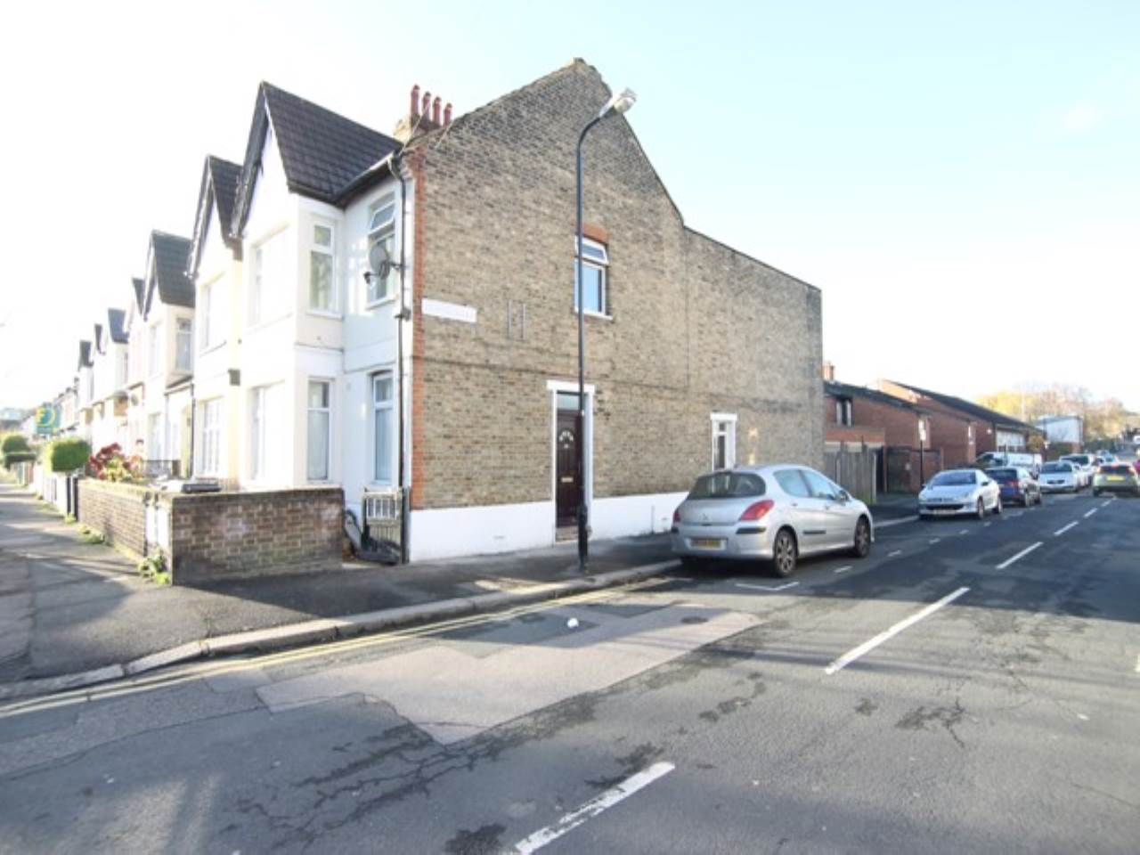2 bed flat to rent in Walthamstow - Property Image 1