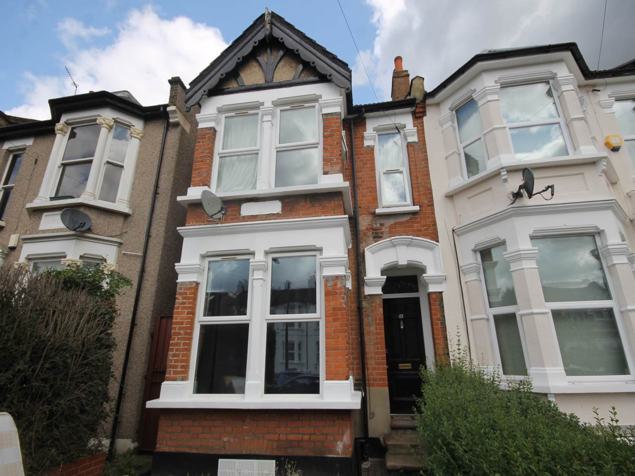 3 bed flat to rent in Leytonstone, E11