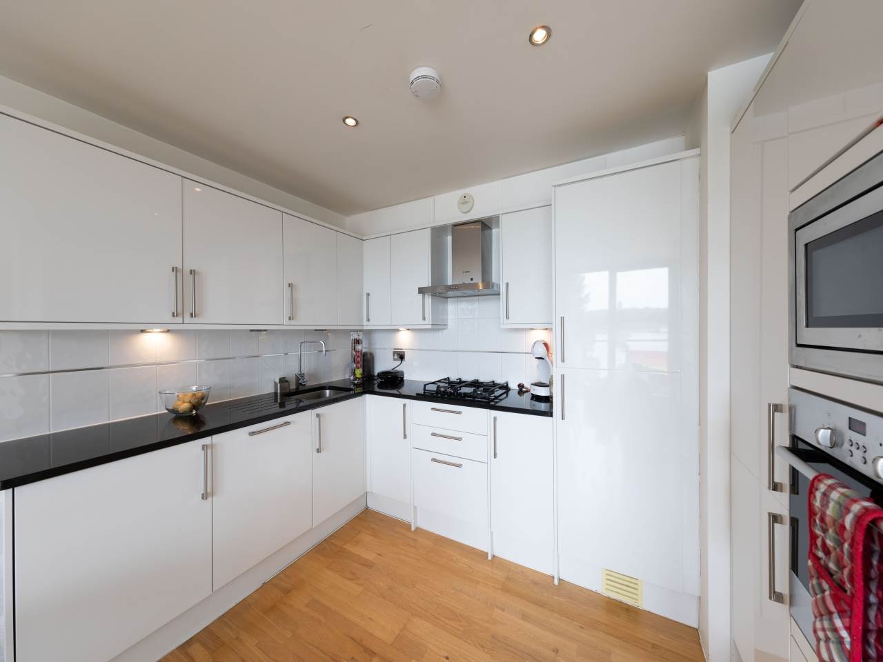 2 bed flat to rent 10